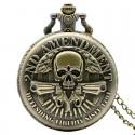 Vreckové hodinky ozbrojená lebka